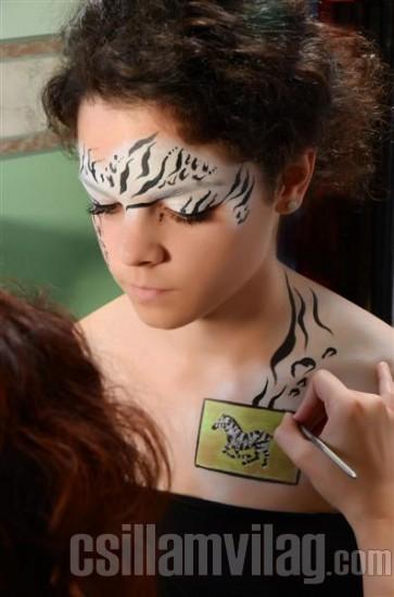 Lépésről lépésre - Zebra csillámtetoválás 10.